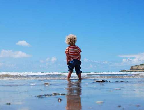Cum să supraviețuiești primei vacanțe cu copiii